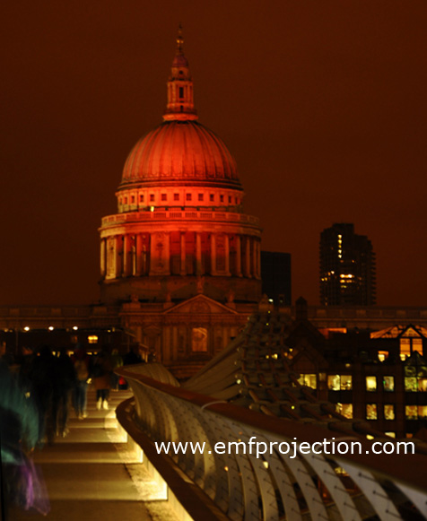 St Pauls was turned red for the evening to mark World Aids Day